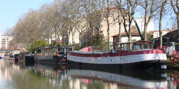 Marcher ou pédaler au bord du Canal du Midi