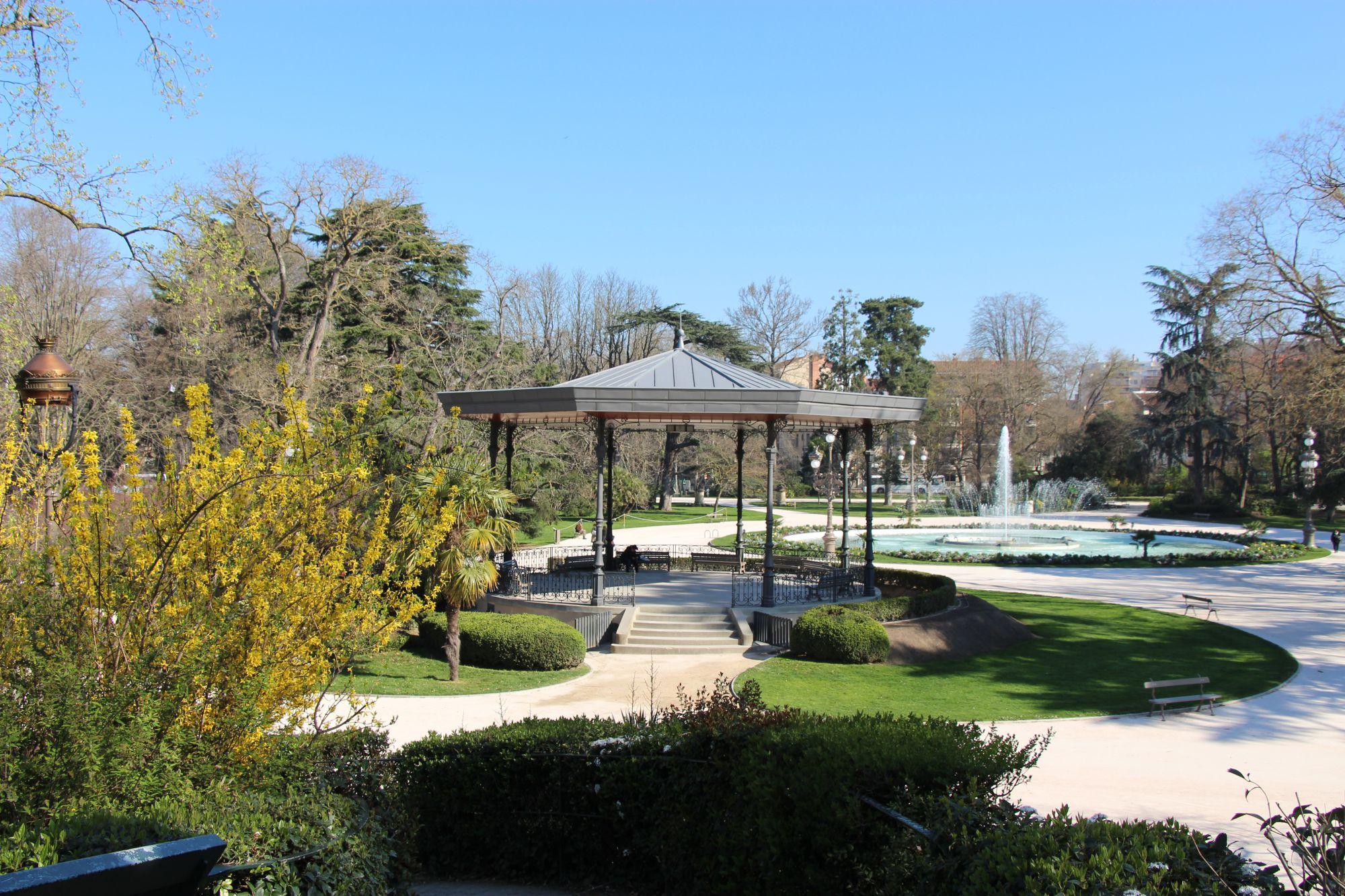 Fl ner dans les grands parcs de toulouse les couleurs du vent maison d 39 h tes et de partage for Jardin grand rond toulouse