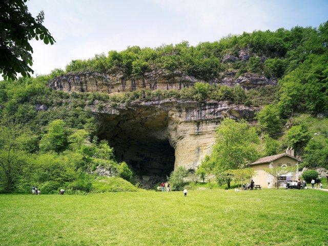 Le porche de la Grotte du Mas d'AZIL