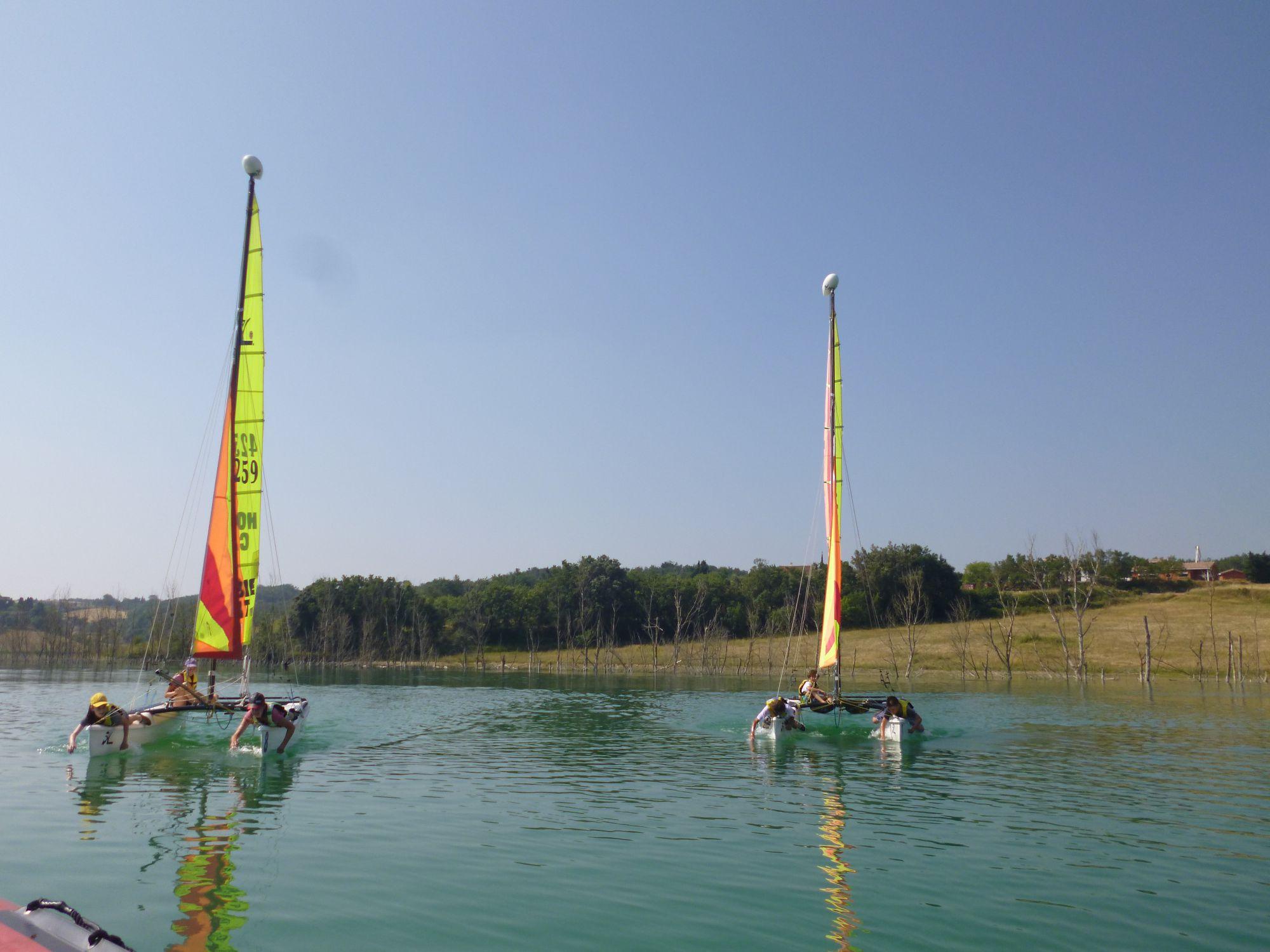 Catamaran au lac de la Ganguise