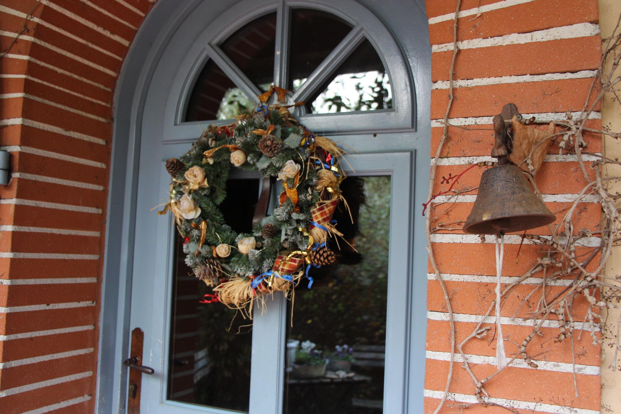 Couronne sur la porte