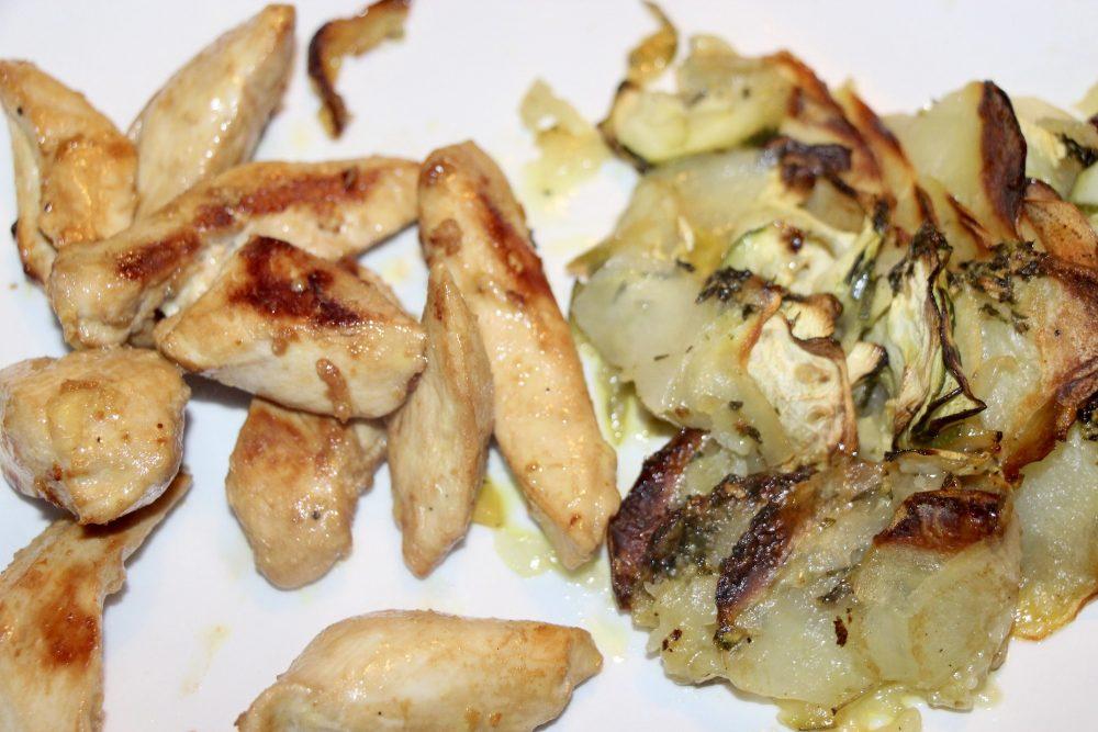 Poulet mariné et tien de courgettes et pommes de terre